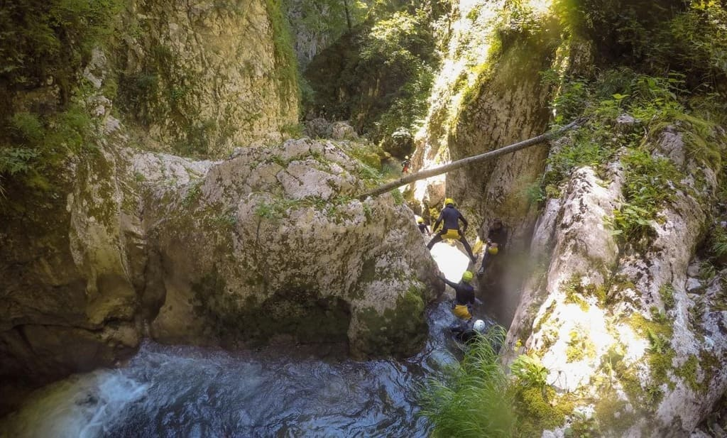 outdoor activity canyoning montengro1