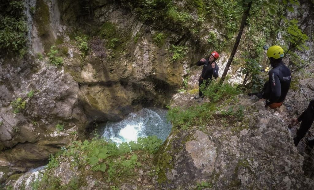 outdoor activity canyoning montengro3