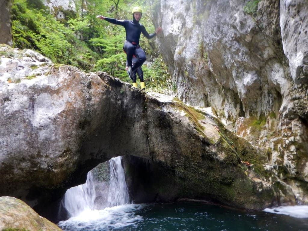 outdoor activity canyoning montengro5